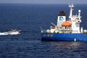 """Последняя группа сомалийских пиратов покинула """"Фаину"""""""