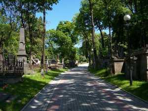 Ночные прогулки по кладбищу