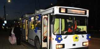Свадебный кортеж из … троллейбусов