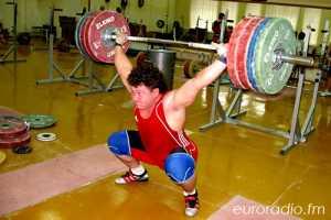 За одну тренировку белорусский штангист поднимает 30 тонн!