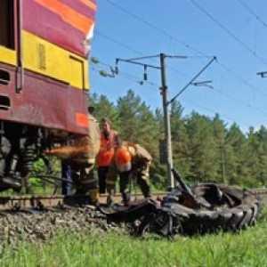 В Березовском районе столкнулись трактор и скоростной поезд