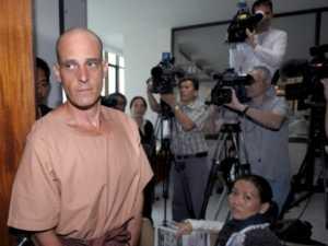 Король Таиланда помиловал оскорбившего его писателя