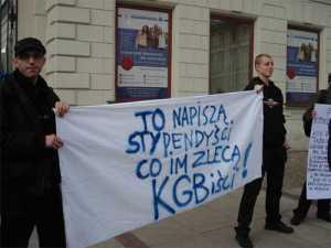 """Варшавские студенты встретили главу """"Газпрома"""" акцией протеста"""