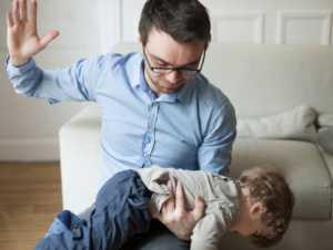 """МВД: Родители могут """"шлепать"""" ребенка"""